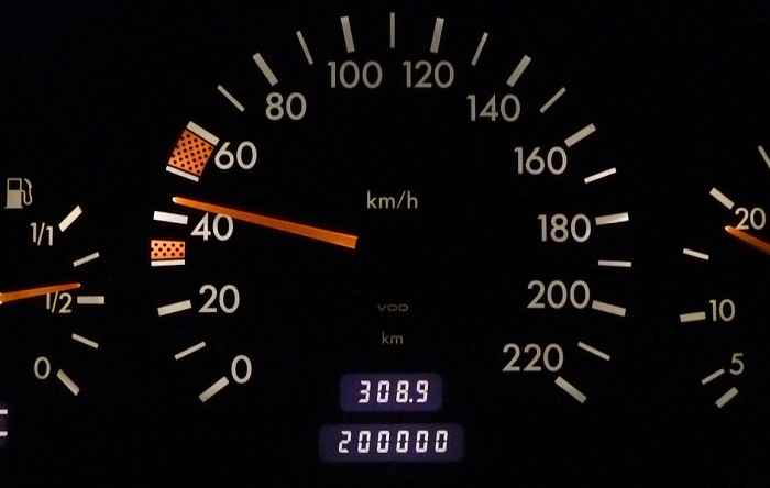 【本当に高く売れる】10万キロ、20万キロと走行距離が多い車の買取査定 高く売却